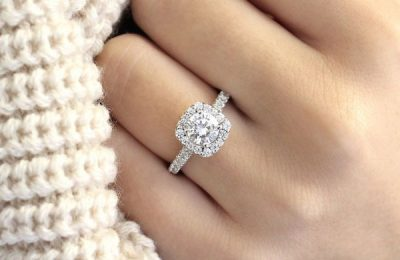 Take her breath away with the jewellery- Tips to choose the perfect engagement ring.